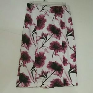 Woman's Worthington purple floral skirt size 8